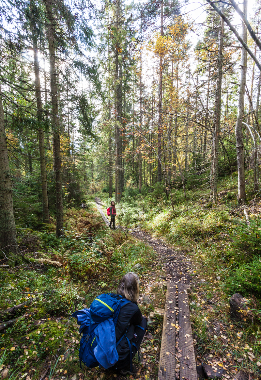 Bergslagsleden, Etapp9 2 kvinnor på väg mot rastplats Göljan