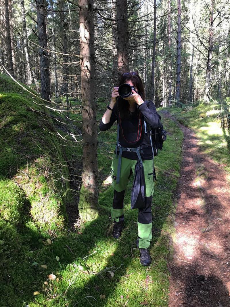 Rafaella fotar på Bergslagsleden
